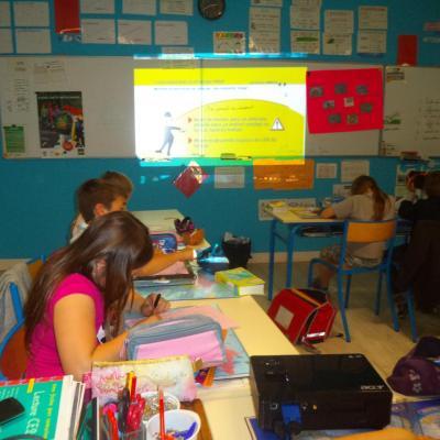 Les élèves avaient le même texte et les images sur un livret